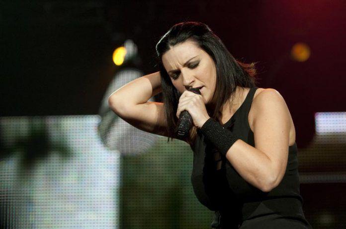 Laura-Pausini-dallamore-per-Paolo-ad-un-importante-premio-al-Latin-Grammy-Awards