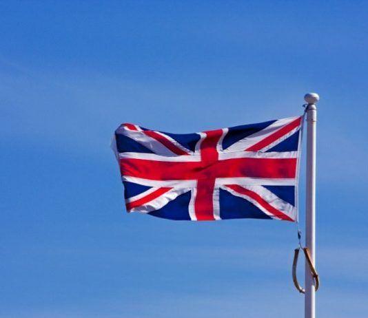 il-debutto-in-solitaria-di-meghan-markle-viene-stroncato-dagli-inglesi-outfit-troppo-costoso-e-poco-rispetto-del-protocollo-di-corte